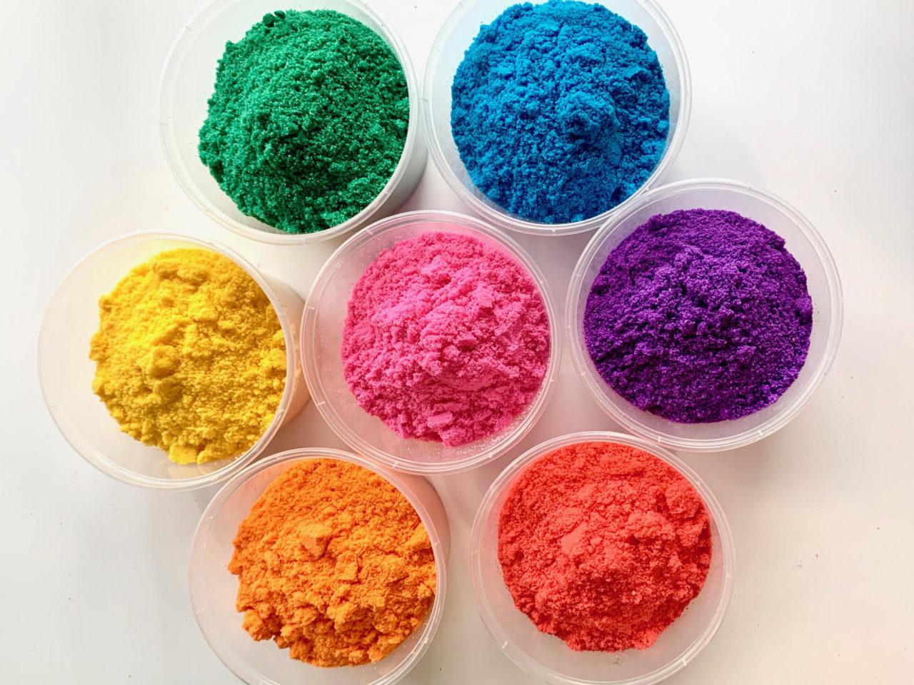 mixing custom bath bomb colorants